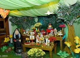 Muro ingles, grama e trab. de teto e flores (opcionais)