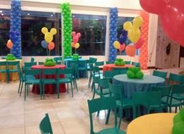Opcionais: Centros de mesa em balões e toalhas
