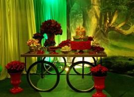 opcionais bolo, forminhas, pirulitos , flores, grama, teto e tela 3D
