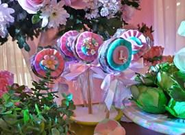 Pirulitos decorados com pasta americana (opcionais)