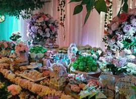 Guirlanda de flores naturais, forminhas e personalizados opcionais