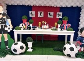 Festa com mascote e cores do Bahia
