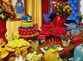 Opcionais: Forminhas, flores, bolo e guloseimas