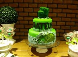 Pirulitos e bolo com 2 andares opcional