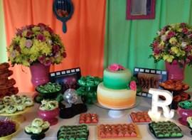 Opcionais: Flores, bolo com andar e letra de Led