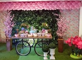 Mesa do bolo com muro ingles (opcional)