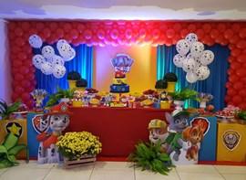 Flores, luz cenica e balões nas varetas opcionais