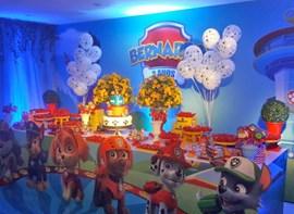 Varetas de balões e flores opcionais