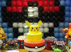Painel de balões, bolo e personalizados opcionais